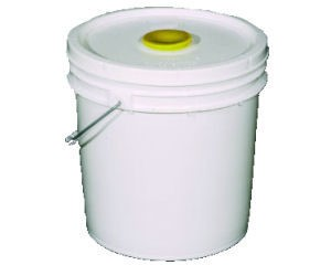 Plastic Feeder Pail With Plug